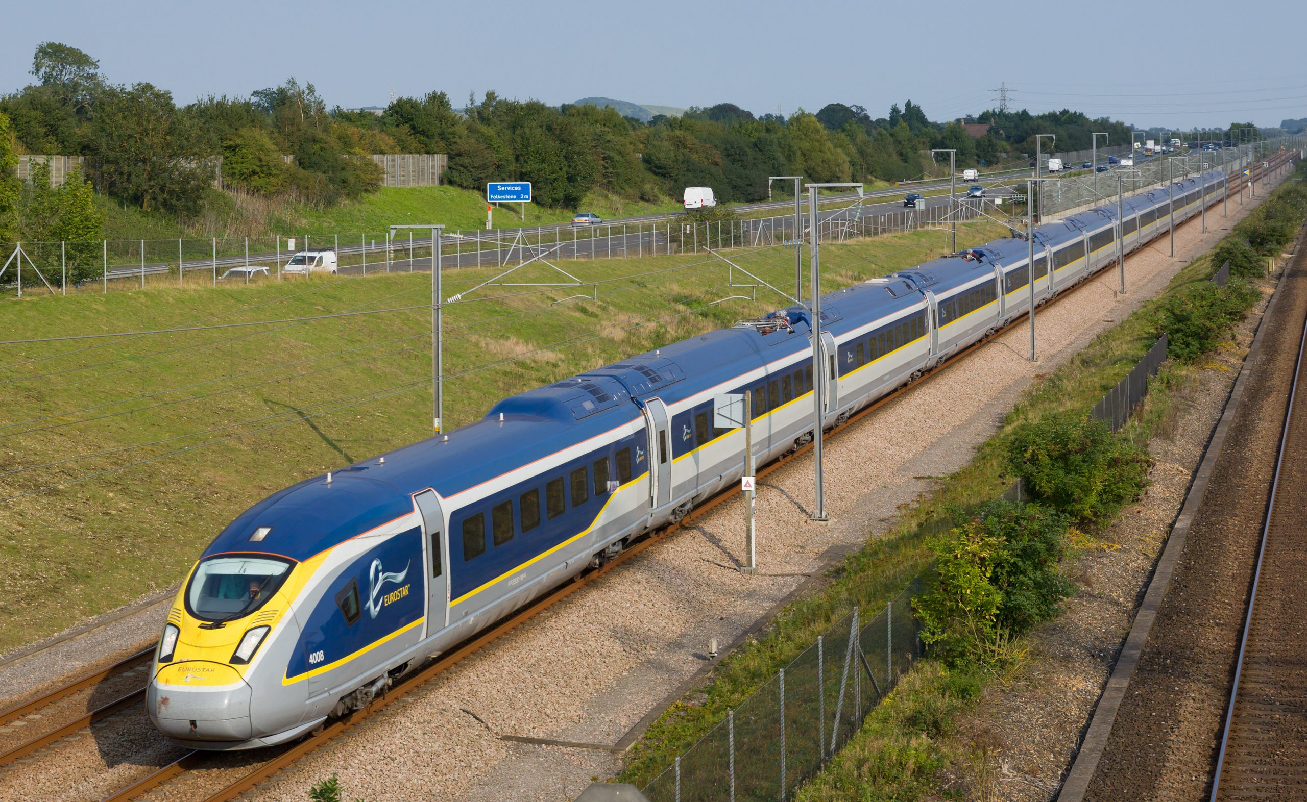 Eurostar_Class_374_on_HS1_(cropped)